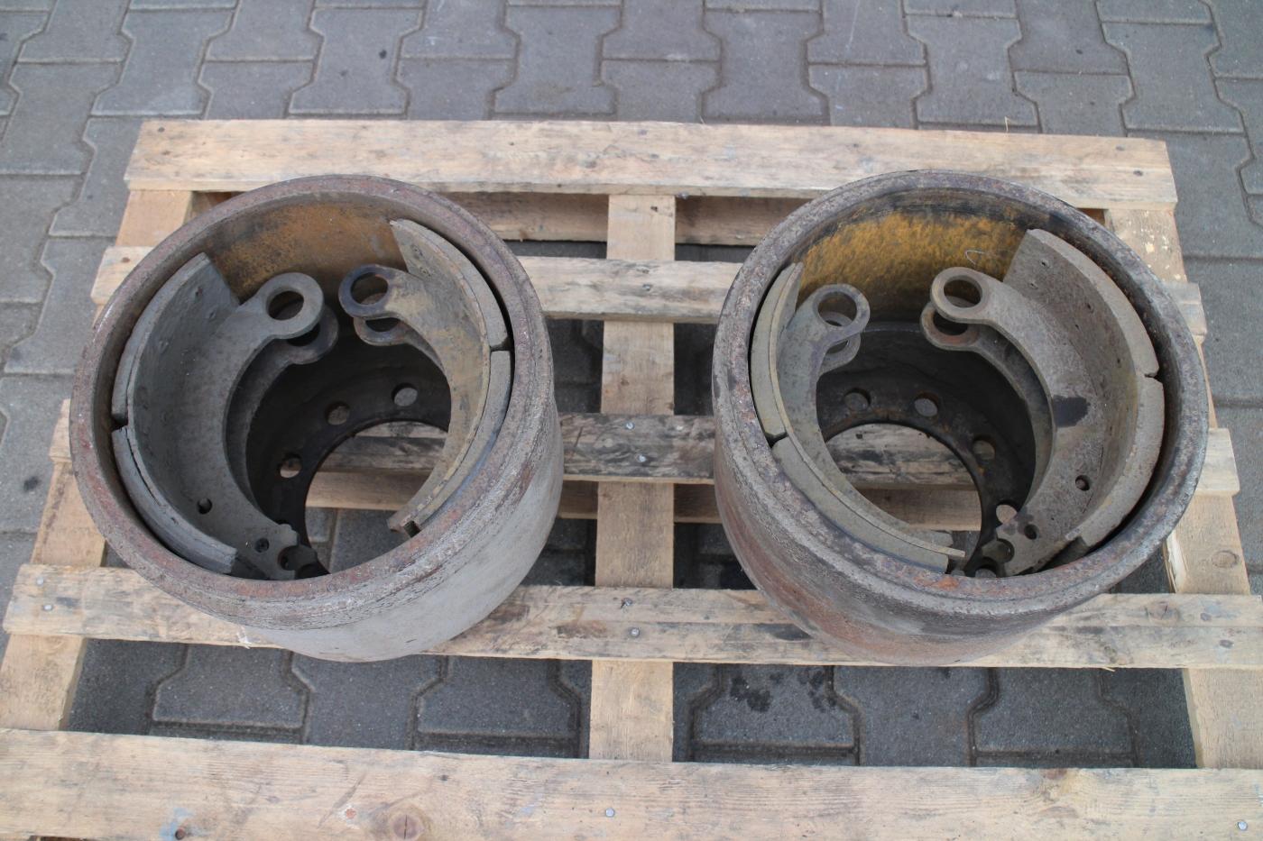 Tehergépkocsi fékdob és fékpofa felújítás előtt